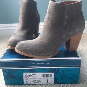 New Seychelles, taupe suede booties, 8